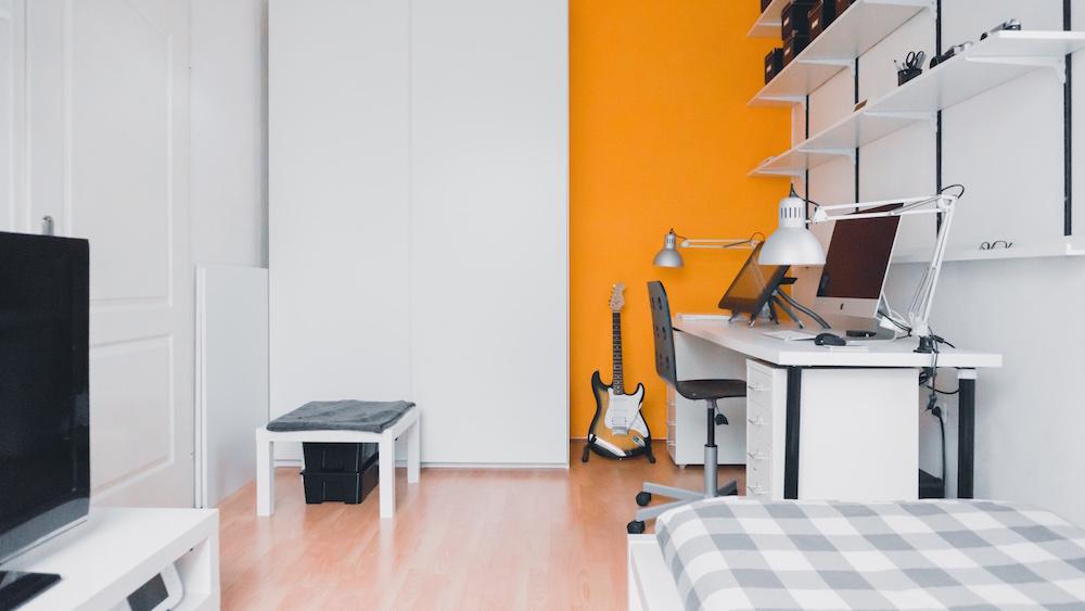 minimalism apartment moving to dallas life hacks throw away stuff you don't need